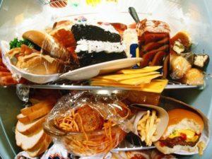 Надо отказаться от вредной пищи при ревматоидном артрите