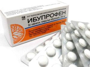 При артрите Ибупрофен является нестероидным противовоспалительным и обезболивающим препаратом