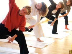 Гимнастика при ревматоидном артритесостоит из трех основных подходов к лечению