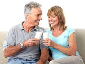 При остеопорозе нужно принимать как можно больше молочных продуктов