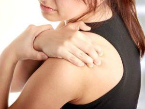Какие бываю симптомы при артрите плечевого сустава
