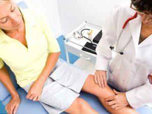 Какие могут быть симптомы и признаки артрита коленного сустава