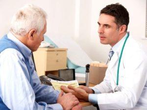 Пациент с ревматоидным артритом у врача